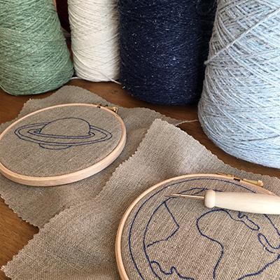 Recharge laine, la toile à broder et le motif