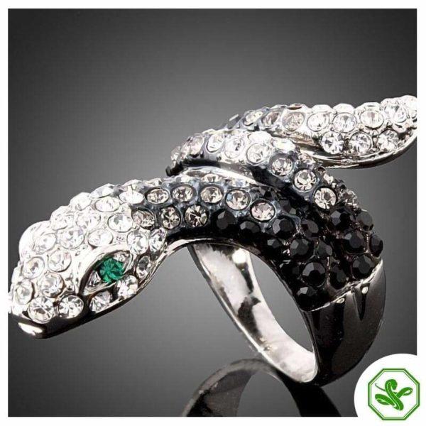 black-and-white-diamond-snake-ring 4