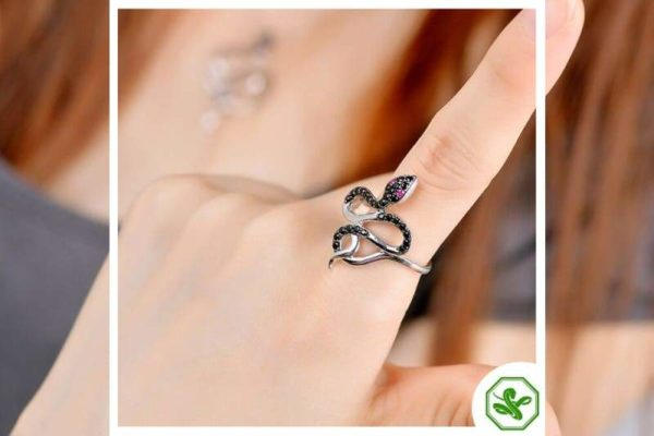 Black Diamond Snake Ring 3