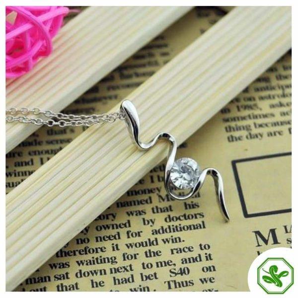 snake-pendant-diamond