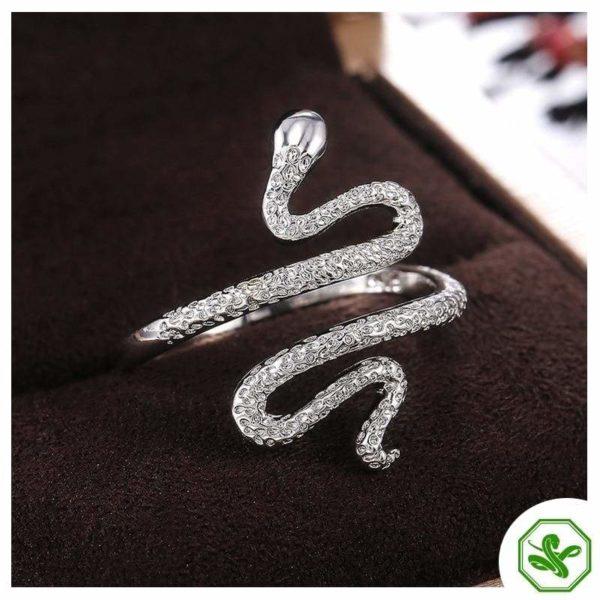 silver-diamond-snake-ring 2
