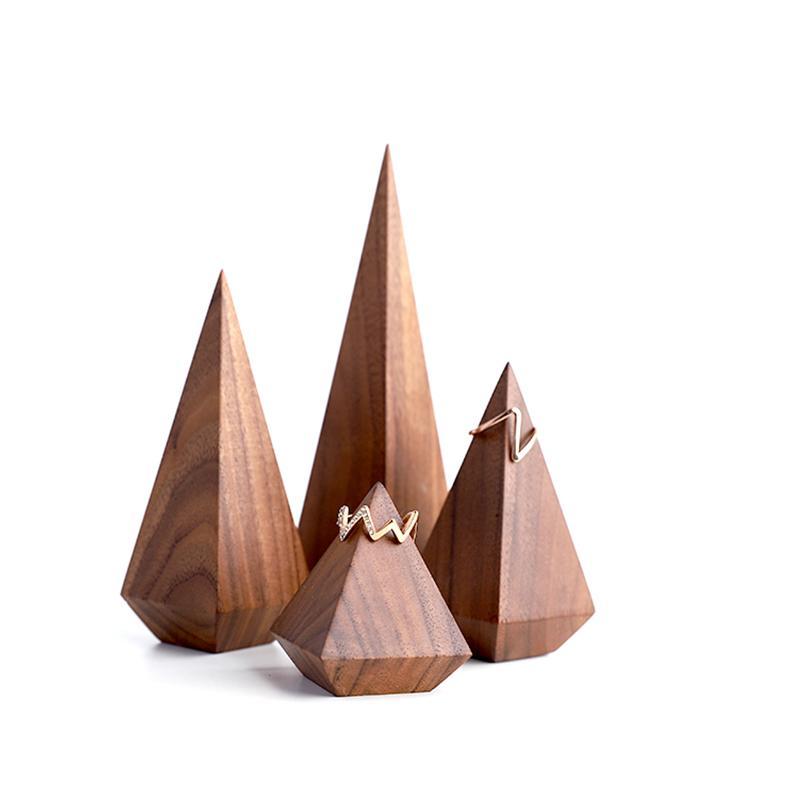 Porte bague cône en bois foncé