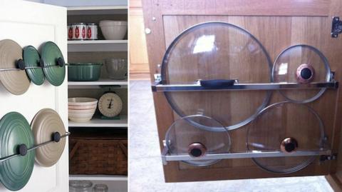 couvercles de casserole rangées dans porte placards cuisine