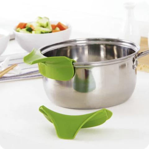 Entonnoir silicone pour casserole