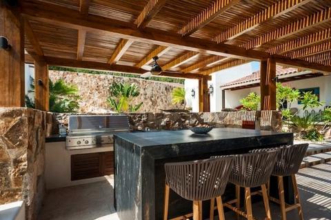 cuisine extérieur bois et pierres