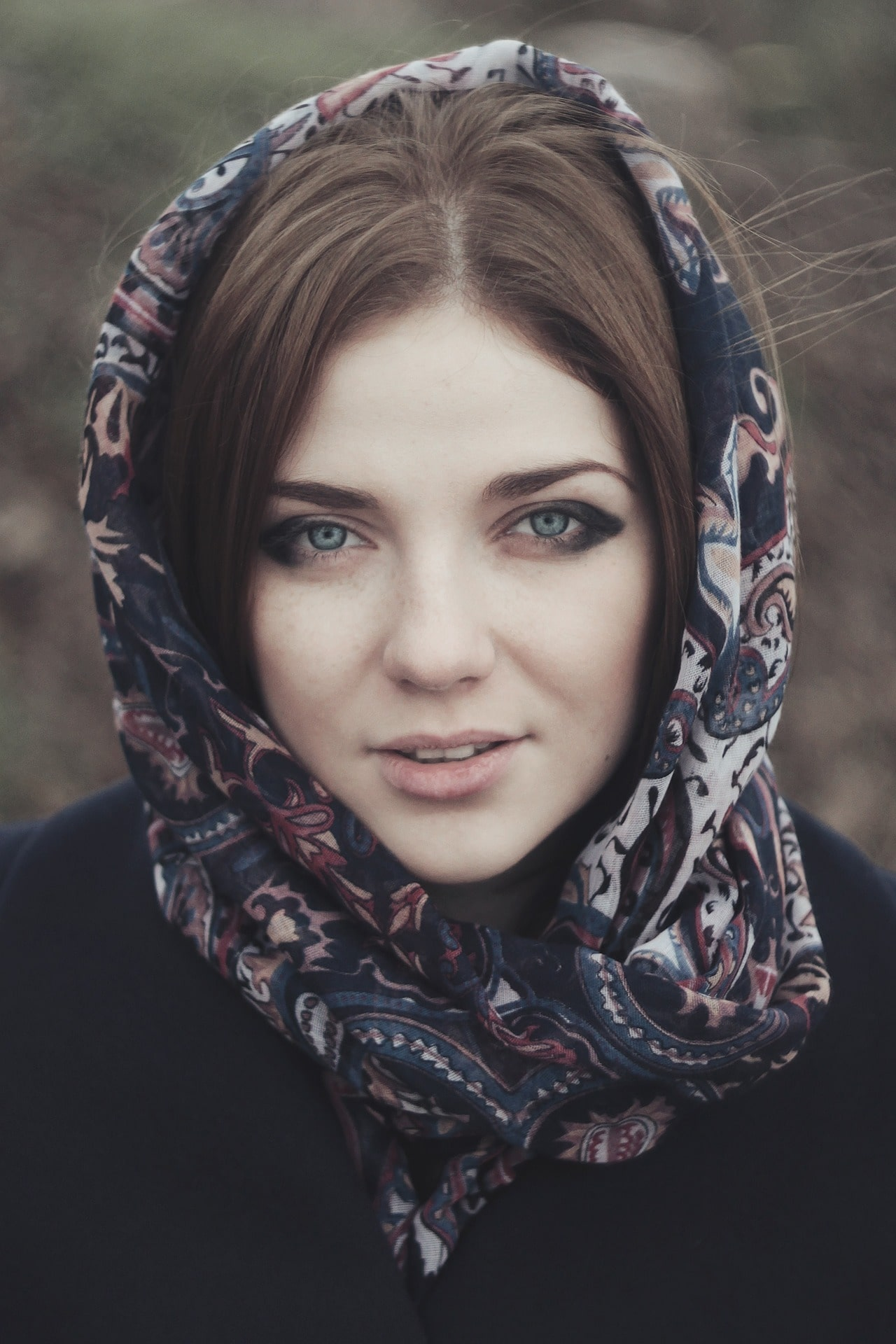 Photo de profil d'une femme avec un foulard