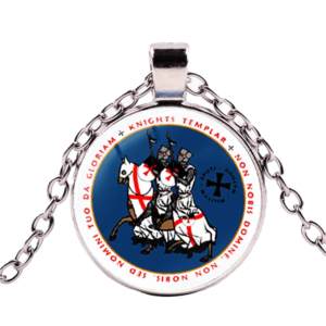 Chaine avec pendentif en argent de chevalier de Malte