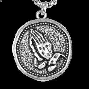 Chaine avec un pendentif religieux main en prière