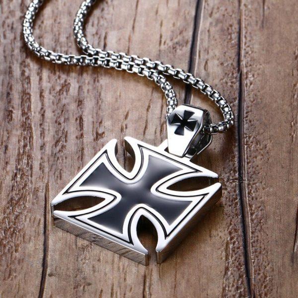 Chaine pour homme croix des chevalier templier du moyen age