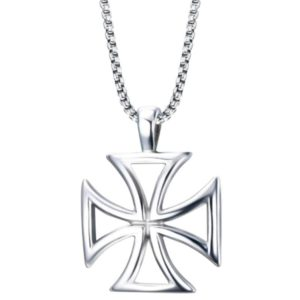 Collier avec une croix des templiers en argent