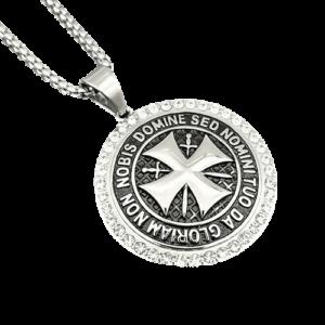 Collier croix et diamant symbole des chevaliers templiers