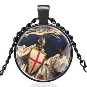 Collier de chevalier de Malte en armure rouge et blanc en acier noir