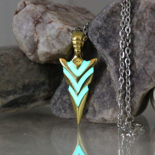 Collier flèche de chevalier fluorescente bleu en or et argent