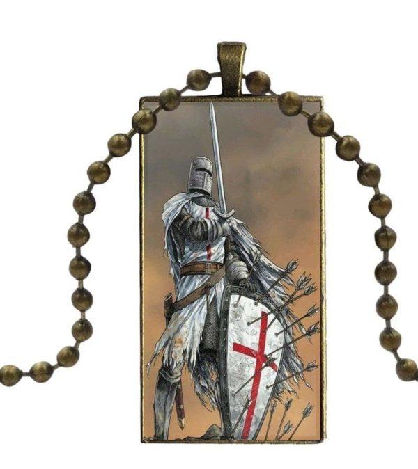 Pendentif chevalier de l'ordre de Malte au Moyen Âge en acier