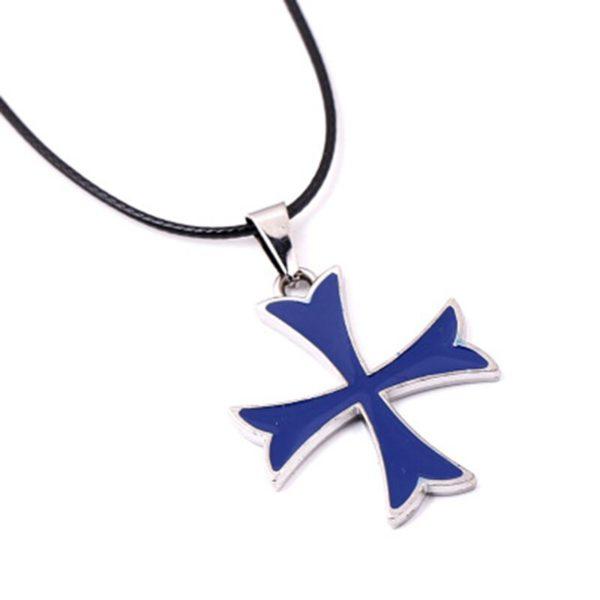 Pendentif croix de templier bleu et argent avec une corde de cuir