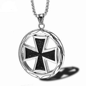 Pendentif croix en argent des chevaliers des croisades