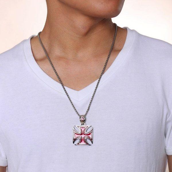 Pendentif croix rouge des templiers avec une chaine en argent