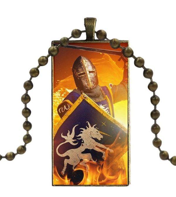 Pendentif d'un chevalier avec bouclier et épée dans le feu