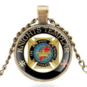 Pendentif lettre d'or de l'ordre des templiers avec collier