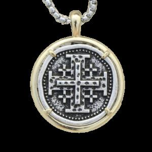 Pendentif original croix de Malte avec une chaine