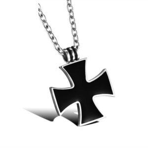 Petit pendentif croix noir de Malte avec chaine