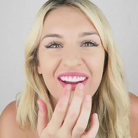 11111111111 820x large aa519368 72e4 4392 ab13 07fcdc3e12cf Couverture De Dents Artificielles Pour Un Sourire Parfait