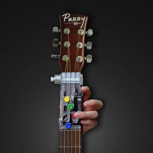 1 3dc7fe67 ac4e 47e3 9f27 4b7aa6f07cf7 Système D'apprentissage De Guitare & Aide Pédagogique