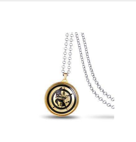 1 d4b79ffc 66e6 46cf 9460 ca00ceb25067 Collier Avec Logo Rotatif Hunger Games (4 Couleurs) - Livraison Gratuite !