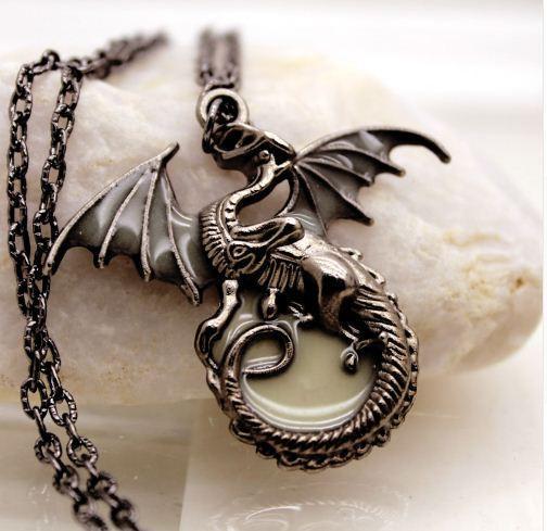 4 df8cb8e3 f2db 4ba5 bfdd a2d8511fc0fd Collier Dragon Targaryen Lumineux Game Of Thrones (5 Couleurs) - Livraison Gratuite !