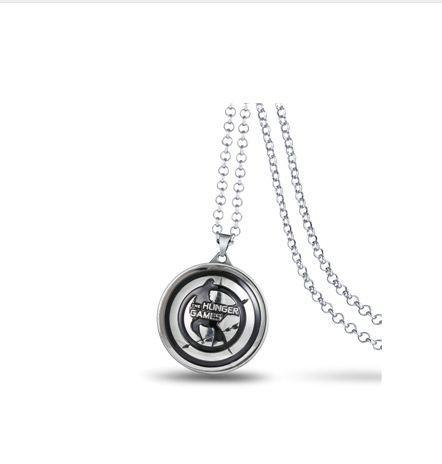 Capture 3fc37570 0080 4aae afe5 9f71ce710b7c Collier Avec Logo Rotatif Hunger Games (4 Couleurs) - Livraison Gratuite !