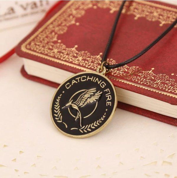 Collier Catching Fire Hunger Games 2 - Livraison Gratuite !