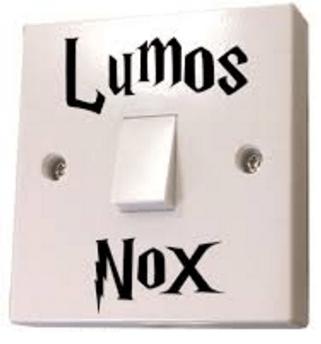 """LUM1 cd328eb3 aaa1 4805 986d 577e4aa04257 Autocollant """"Lumos - Nox"""" Pour Interrupteur De Chambre D'enfant"""