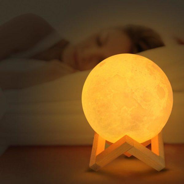 Lune lumineuse 3D df022d6d 01bd 4f80 b918 d2a792a57f49 Lampe Lune, Le Meilleur Éclairage Pour Sa Chambre