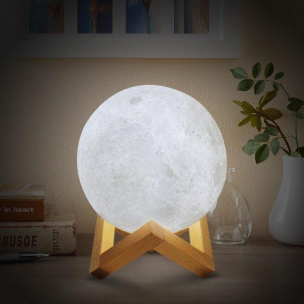 Moon Light cf9da1e1 7621 41f6 89ed b7c8f9daffd7 Lampe Lune, Le Meilleur Éclairage Pour Sa Chambre