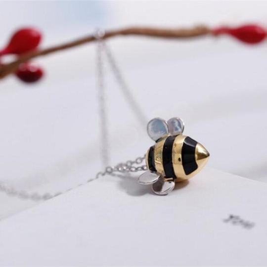 abeille3 800x 050b95da b1fb 4be1 a9d1 705586b281a0 Pendentif Abeille En Argent Sterling