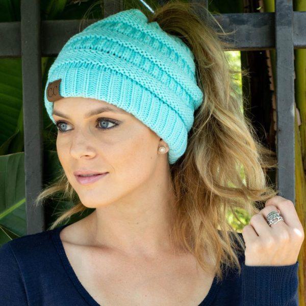 bonnet avec trou pour les cheveux 1ac3f884 8407 441e b024 d5992e7c2239 Bonnet Femme Magique, La Meilleure Façon De Se Protéger Du Froid