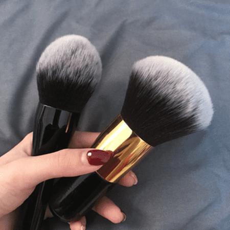 grospinceaufonddeteint Le Gros Pinceau De Maquillage Pour Poudre À Adopter Pour Votre Makeup