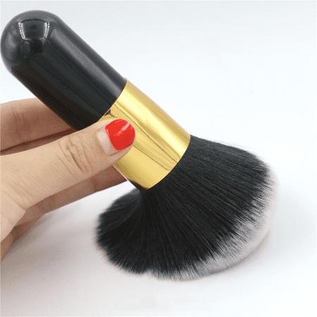grospinceaupoudre 4b286c0f fa12 48d3 ac90 20d615b43a60 Le Gros Pinceau De Maquillage Pour Poudre À Adopter Pour Votre Makeup