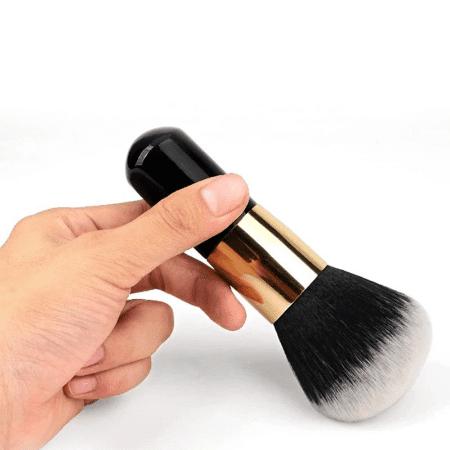 grospinceaupoudrelibre Le Gros Pinceau De Maquillage Pour Poudre À Adopter Pour Votre Makeup