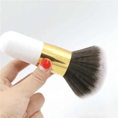 grospinceaupoudrevisage 72e43194 3998 4440 acbd 70e01f49f967 Le Gros Pinceau De Maquillage Pour Poudre À Adopter Pour Votre Makeup
