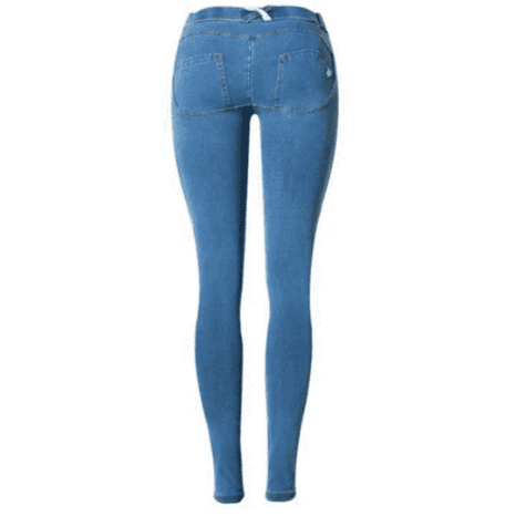 jeanpushuptaillehaute e958516f 37cb 48ae 9a46 05dc5eeb9e1e Le Sublime Push-Up Jeans À Adopter