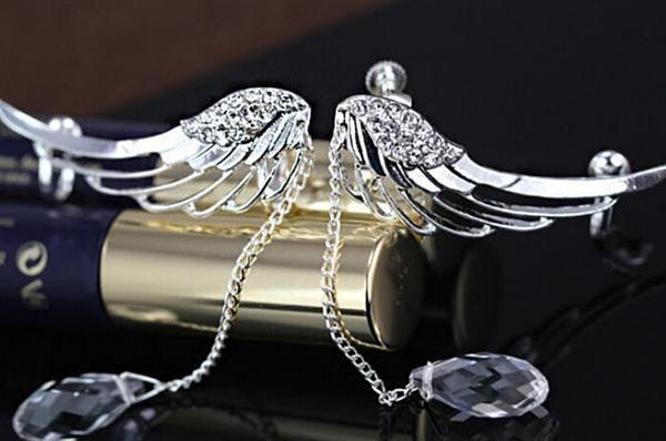 raton 3 7c60a993 4ba2 4806 a001 19955d310afc Boucles D'oreilles Ailes D'ange Et Goutte De Cristal