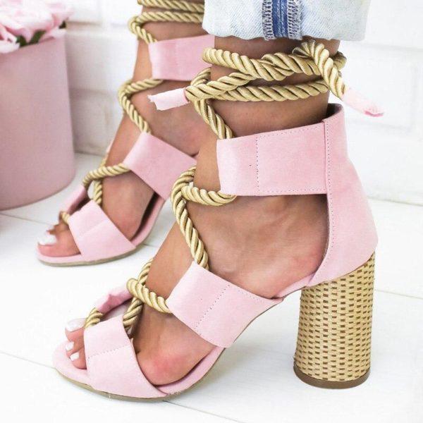 sandalesalacets ae01c543 f625 4e2a bfa2 20614ecbe212 Les Sandales Cuir À Lacets Pour Femme Au Look Casual Chic
