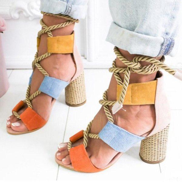 sandaleslacets 0ba70f9b dc2e 4400 8ec4 d8e488c361d4 Les Sandales Cuir À Lacets Pour Femme Au Look Casual Chic