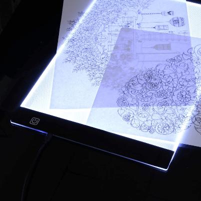 tablette lumineuse dessin 2048x 8028c95d d013 4480 8fbf 41ad7e6b03e4 Tablette De Traçage Parfaite Et Pratique Led