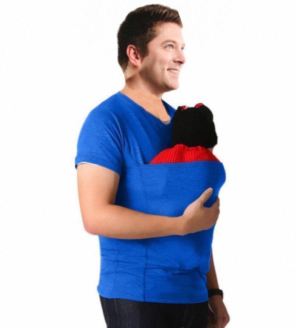 teeshirtkangourouhomme 15a25844 1dcd 4686 acf5 ff3fc979dfe0 Le T-Shirt De Portage Kangourou À Adopter Pour Les Jeunes Parents