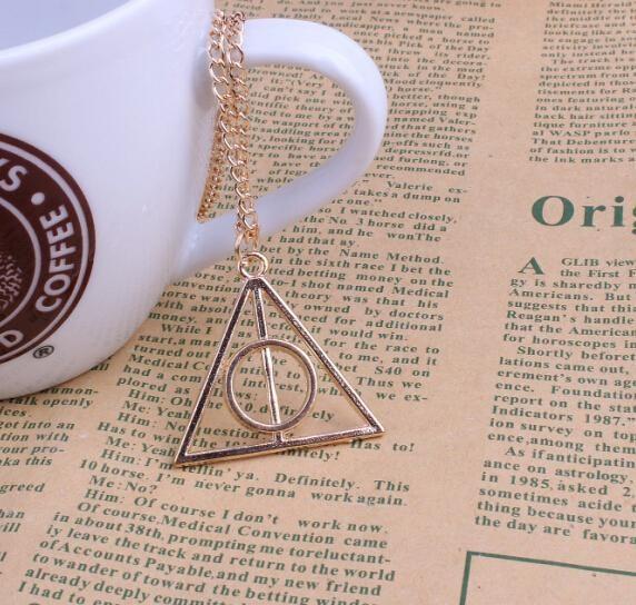 """triangle5 dfe34de6 019b 4c6d 8a53 b4f8fbdac2f7 Collier Pendentif Harry Potter """"Reliques De La Mort"""""""