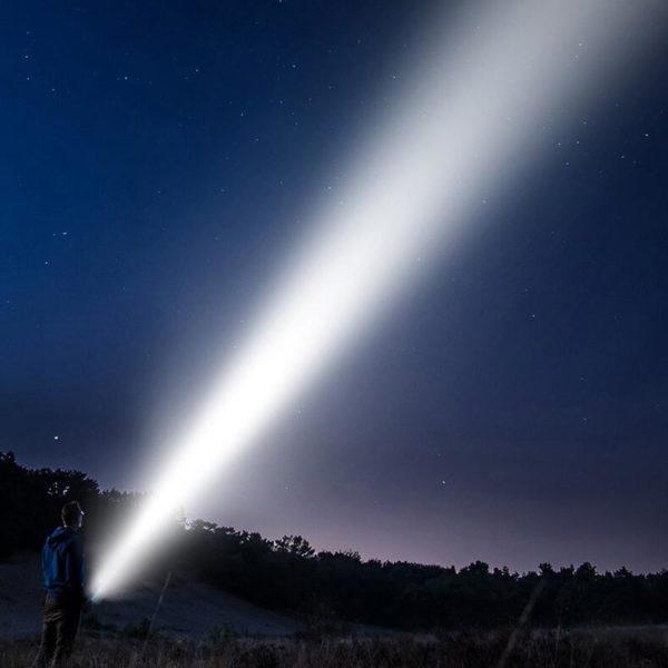 2dans1Lampedepocheavecpowerbank 4 2 Dans 1 Lampe De Poche Avec Banque De Puissance: Il Recharger Votre Téléphone Et Aidera Vous Dans L'obscurité