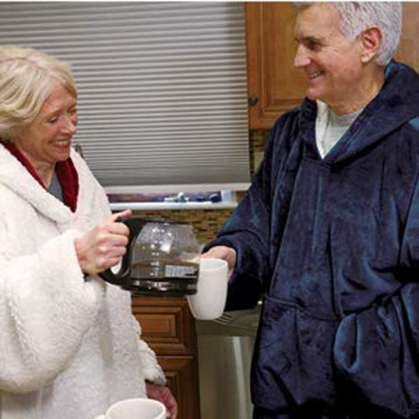 Hoodie Outdoor Winter Hooded Coats Warm Slant Hooded Robe Bathrobe Sweatshirt Fleece Pullover Blanket for Men 73453b56 45e9 4957 9643 3b025715206e Sweatshirt à Capuche : Sweat à Capuche Géant Que Vous Pouvez Transformer en Couverture!