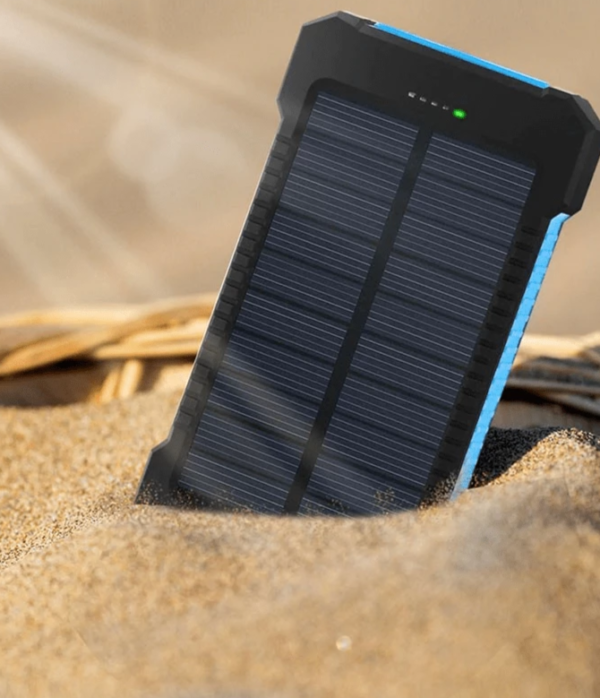 Tragbares Magnetisch Power Bank fur iPhone Android Typ C White 1024x1024 c4edc3a8 86b8 440e a441 737002005e88 1 Batterie de Secours Solaire : Puissant, Léger et Compact 10000 mAh